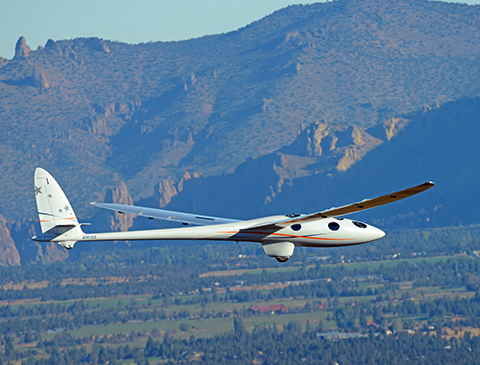 The Airbus Perlan II high-atmospheric glider seen over Oregon during the aircraft's maiden powerless flight. With a wingspan of some 28 m, the Perlan II has an overall operating weight around 900 kg. ©Airbus